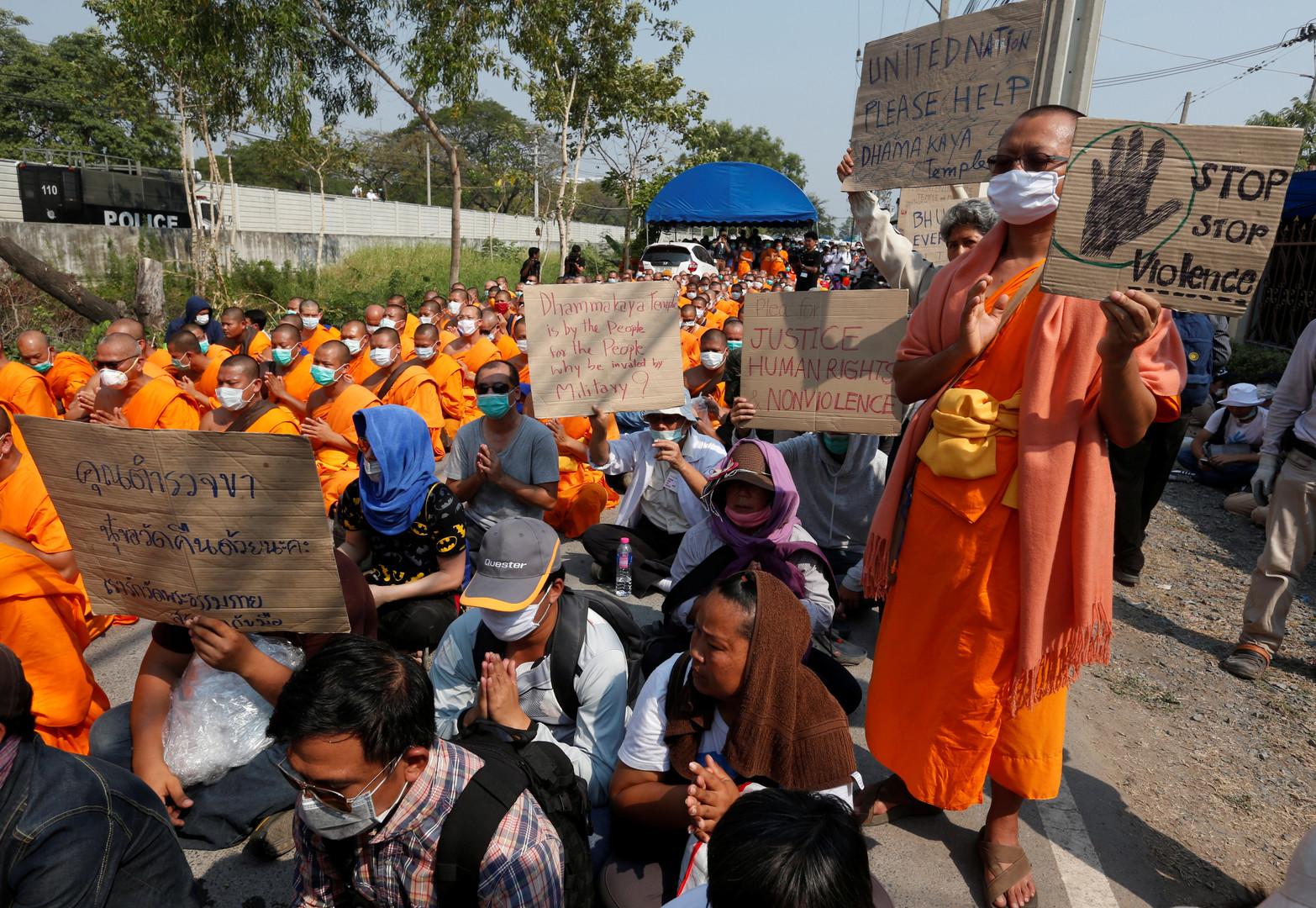 Der Bau der Wat Phra Dhammakaya, eines der größten Tempel in Thailand, wurde im Jahr 1970 begonnen und dauerte 15 Jahre.