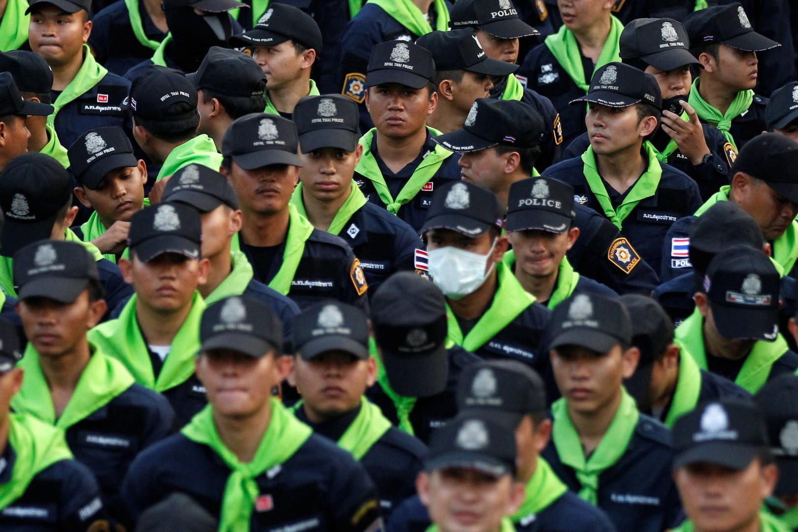 Die Polizei versucht den 72-jährigen Mönch Phra Dhammachayo seit mehreren Monaten zu verhaften. Der Konflikt hat vor kurzem eine neue Ebene erreicht.