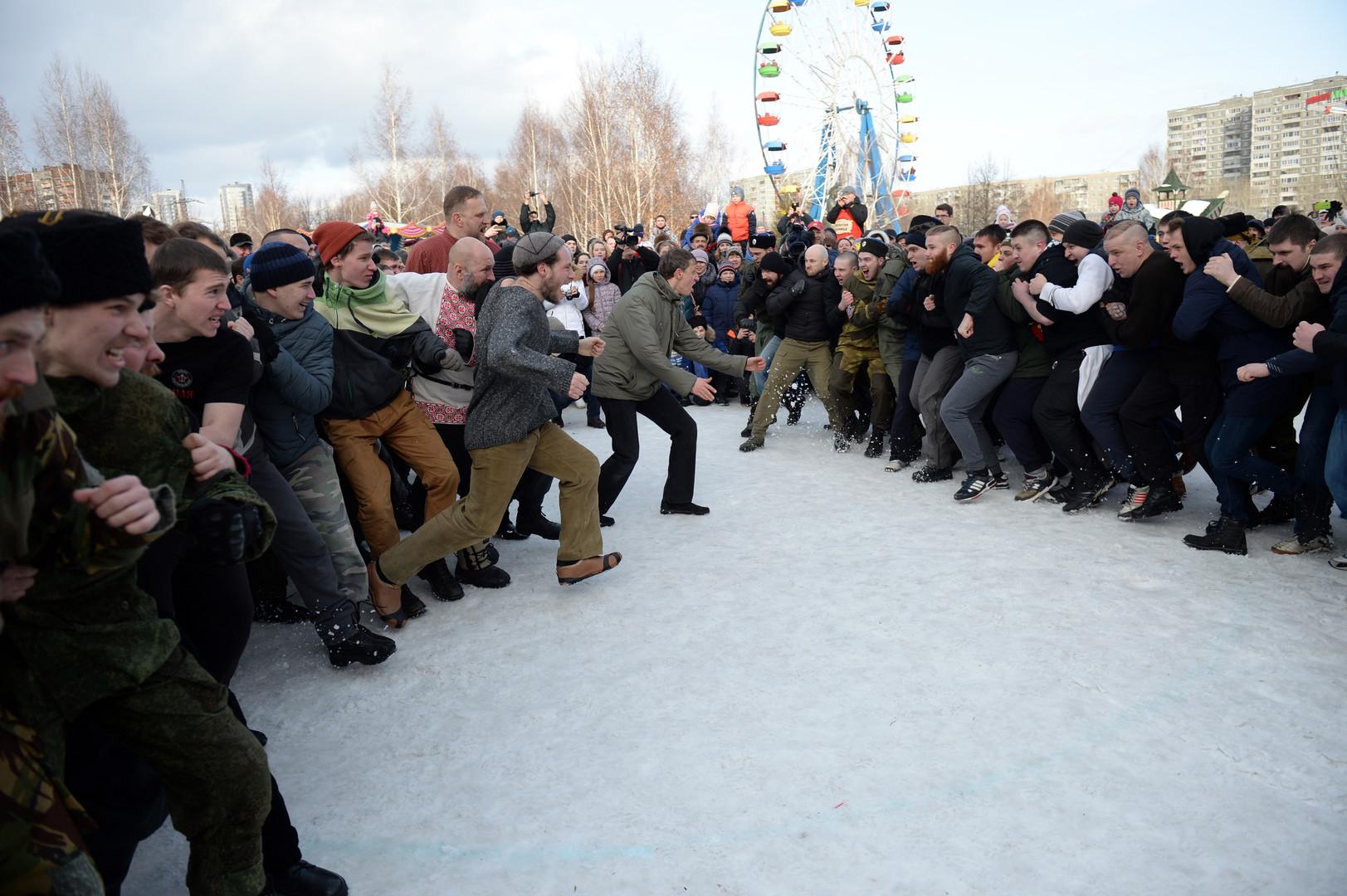 Zur Tradition gehören auch Faustkämpfe. Jekaterinburg
