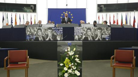 Verletzung von Presse- und Meinungsfreiheit gibt es nur bei den Anderen... Martin Schulz (noch vor seiner SPD-Kanzlerkandidatur) hält anlässlich der Verleihung des Sacharow-Preis für geistige Freiheit des EU-Parlaments eine Rede...