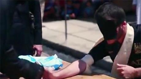 IS-Terroristen amputieren Hände von zwei Jungen wegen Weigerung, Geisel hinzurichten