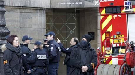 Bei Angreifer am Pariser Louvre kein Sprengsatz gefunden, sein mutmaßlicher Komplize festgenommen