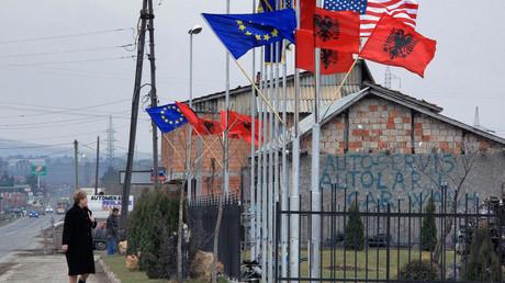 Offiziell will die EU mithilfe ihrer jüngsten Ausschreibung den Tourismus zwischen Kosovo und Albanien fördern. Kritiker wittern hingegen den weiteren Versuch eines großalbanischen Nation Buildings - und eine Plattform für kriminelle Banden, um Geld zu waschen.