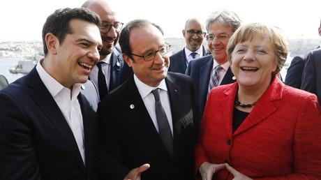 Der griechische Ministerpräsident Alexis Tsipras (l.), der französische Präsident Francois Hollande (m.) und Bundeskanzlerin Angela Merkel auf dem EU-Gipfel in Malta.
