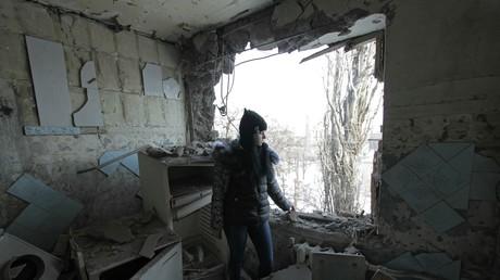 In der Ostukraine sind die Kämpfe wieder entfacht. Die ukrainische Armee beschießt Donezk und andere Städte mit Artillerie.
