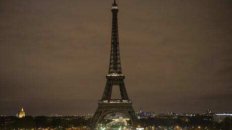 Eifelturm wird zum Schutz gegen Terroristen mit Glas umzäunt
