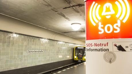 Berliner Polizei ermittelt wegen brutalen Angriffs in U-Bahn (Symbolbild)