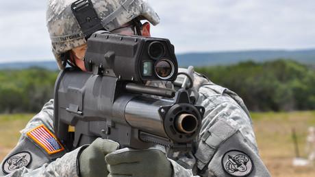 XM25 ist ein halbautomatischer Granatwerfer mit der Fähigkeit, programmierbare Munition zu verschießen.