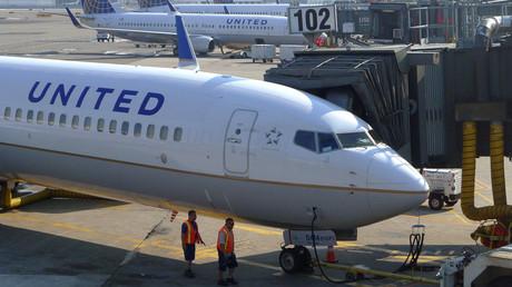 US-Pilotin beschwert sich über Trumps Politik und ihre Scheidung vor Fluggästen und wird ersetzt
