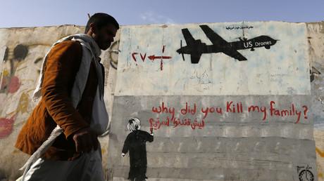 Ein Graffiti gegen US-Drohnenagriffe in Sanaa, Jemen, 13. November 2014.
