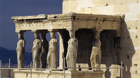 Athener Akropolis ist kein Laufsteg: Archäologen verbieten Gucci Modenschau vor antiken Tempeln