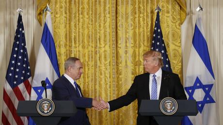 Benjamin Netanjahu besucht den neuen US-Präsidenten Donald Trump.