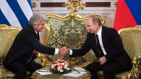Russlands Präsident Wladimir Putin empfängt seinen uruguayischen Amtskollegen Tabaré Vázquez am 16. Februar 2017 im Kreml