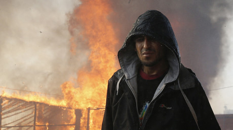 Ein Migrant während der Räumung des Flüchtlingslagers in Calais, Frankreich. 26. Obtober 2016