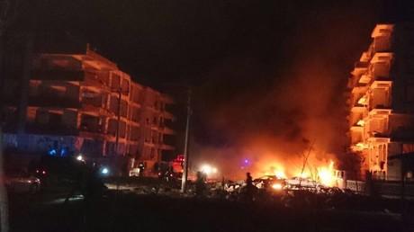 Heftige Explosion am Wohnhaus für Richter und Staatsanwälte im Südosten der Türkei, ein Kind tot