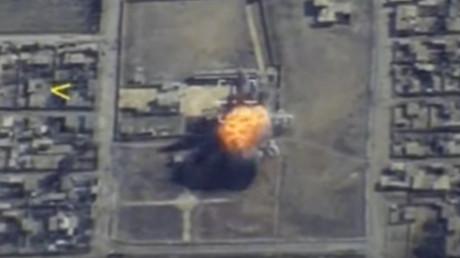 Russlands Militär veröffentlicht Aufnahmen eines Luftangriffs auf IS-Stellungen bei Rakka [VIDEO]