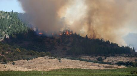 Ein russisches Löschflugzeug schütz zwei chilenische Städte vor Flammen