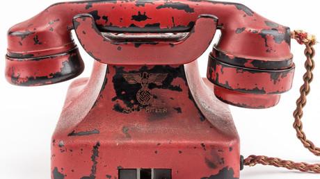 Hitlers blutrotes Telefon für 243.000 US-Dollar versteigert