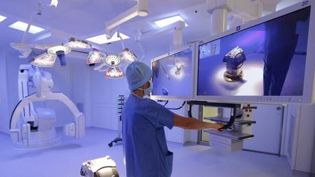 Krankenhaus der Zukunft: Auch in der Medizin werden zunehmend Roboter eingesetzt.