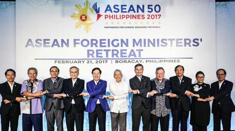 Gruppenbild der ASEAN-Außenminister während einer Konferenz auf den Philippinen; Borocay, 21. Februar 2017.
