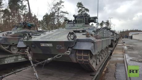 Verladungsaktion in Grafenwöhr: Die NATO macht sich auf den Weg an die russische Grenze.