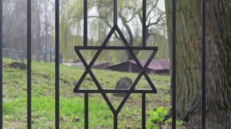Moslems in USA haben 55.000 für Wiederaufbau des geschändeten jüdischen Friedhofs gesammelt