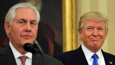 Frisch vereidigt: Rex Tillerson im Weißen Haus mit Präsident Donald Trump. Am 1. Februar legte der neue Außenminister den Schwur ab, Amerika treu zu dienen. Kein Problem, wenn man davon ausgeht, dass die Interessen von Exxon und den USA identisch sind.