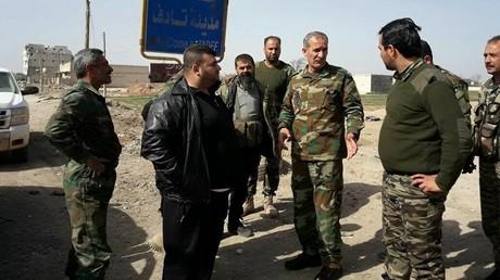 Syrische Armeemitglieder sichern Tadif ab. Bildquelle: Syrische Twitteraktivisten.