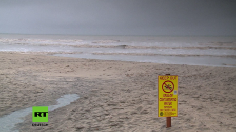 Strand im Süden Kaliforniens gesperrt wegen Verschmutzung durch Abwasser.
