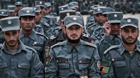 Afghanischer Polizeibeamter erschießt elf Kollegen und begibt sich zu Taliban