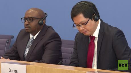 Sabelo Gumedze (l) und Ricardo Sunga von der UN-Arbeitsgruppe für Menschen mit afrikanischer Abstammung