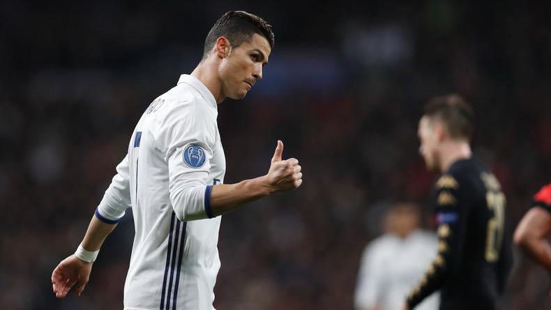Quod licet Iovi - Fußballstar Ronaldo fährt vor Polizei bei Rot und wird nicht aufgehalten [VIDEO]