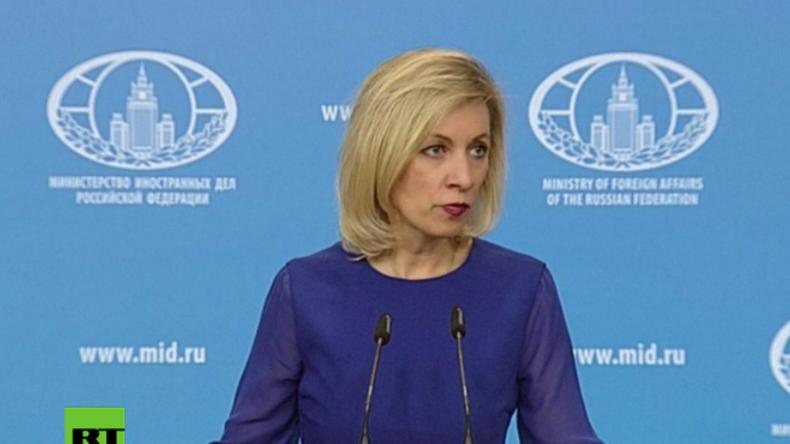 Sacharowa gibt Pressekonferenz in Moskau.