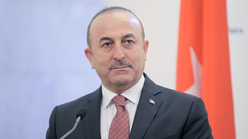 """Türkischer Außenminister Mevlüt Çavuşoğlu: """"Wir treffen uns mit unseren Bürgern, wo wir wollen"""""""