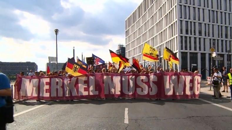 "Live ab 14:30 Uhr: ""Merkel muss weg""-Demonstration in Berlin"