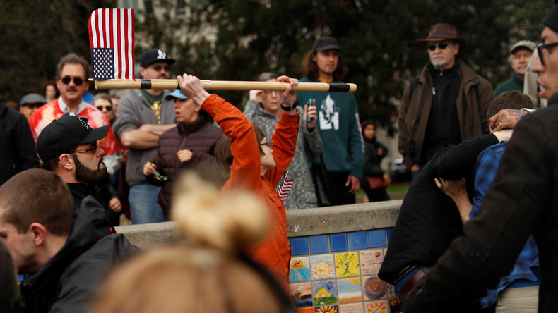 US-Polizei nimmt 22 Menschen bei Zusammenstößen zwischen Anhängern und Gegnern von Donald Trump fest