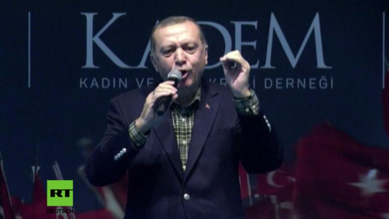 Erdogan hält Rede.