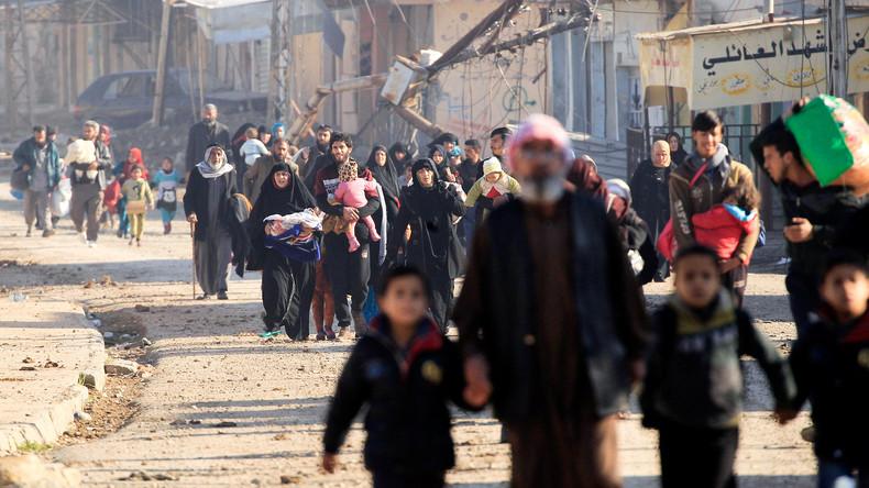 Mossul: Zehntausende fliehen vor dem IS und den Bombardierungen von USA und irakischer Armee