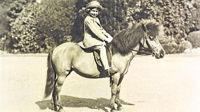 Britische Königin reitet Pony einen Monat vor ihrem 91. Geburtstag