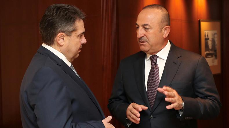 """Sigmar Gabriel zu Mevlüt Çavuşoğlu: """"Es gibt Grenzen, die man nicht überschreiten darf"""""""
