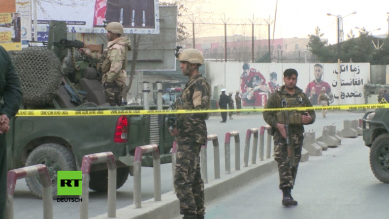Sicherheitskräfte vorm Militärkrankenhaus in Kabul.