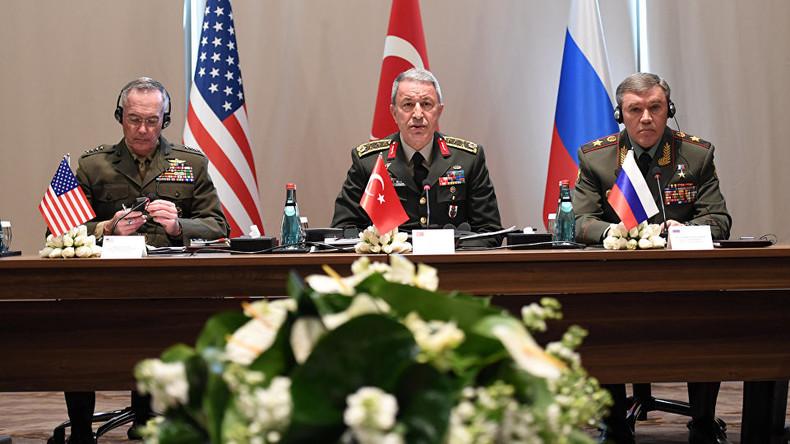 Trilaterales Treffen der Generalstabschefs Russlands, der USA und Türkei zur Syrienkrise und Irak