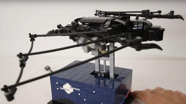 Alptraum aus Plastik - Roboter aus Legosteinen bewegt sich wie Fledermaus [VIDEO]