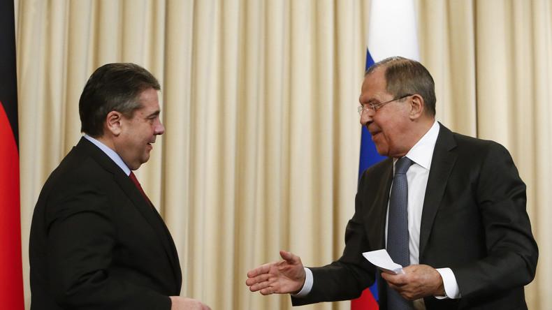 Gabriel in Moskau: Er fürchtet neuen Rüstungswettlauf in Europa - und wiegelt Vorwürfe gegen CIA ab