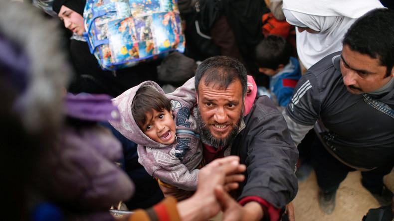 """Kampf um Mossul: Zivilisten fliehen vor Gewalt und Bomben - Westmedien feiern """"Befreiung"""""""