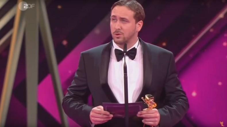 Goldene Kamera: Doppelgänger von Ryan Gosling nimmt Preis für La-La-Land entgegen  [VIDEO]