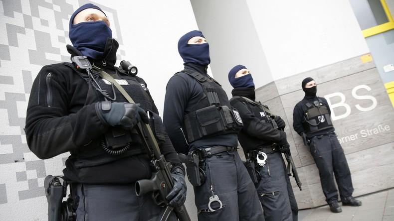 Erneuter Großeinsatz in Düsseldorf: Angriff mit Stichwaffe - Mutmaßlicher Täter auf der Flucht