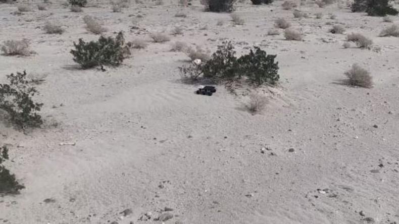 Schüchterner Roboter versteckt sich eine Woche lang in der Wüste [VIDEO]