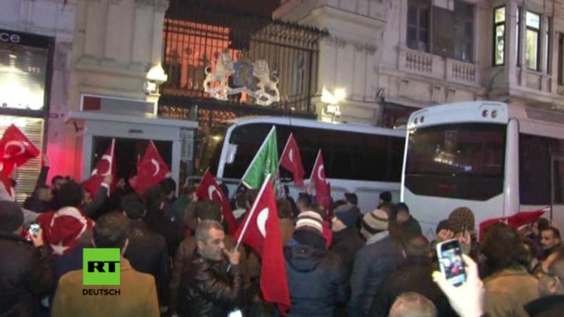 Eskalation zwischen den Niederlanden und der Türkei - Proteste auf Istanbuls Straßen