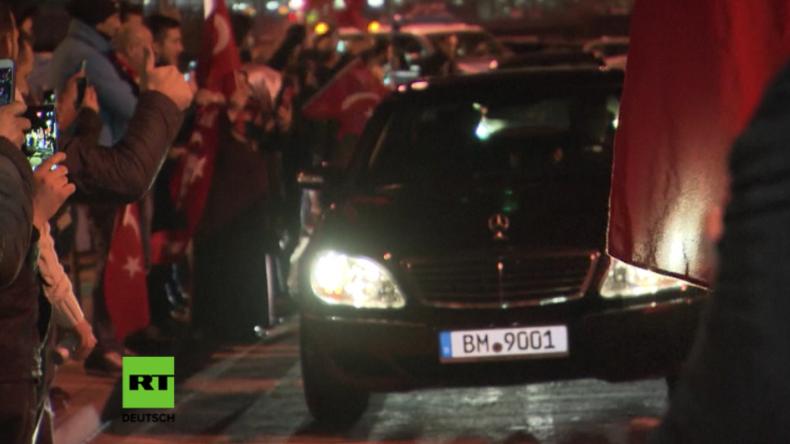 Nach Rausschmiss aus den Niederlanden: Türkische Ministerin wird in Köln unter Jubel empfangen
